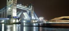 london-showboat-themsetour-by-night.jpg